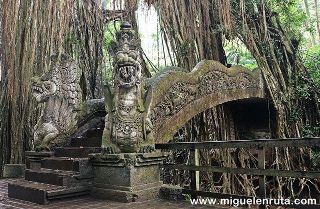 Puente-piedra-Monkey-Forest