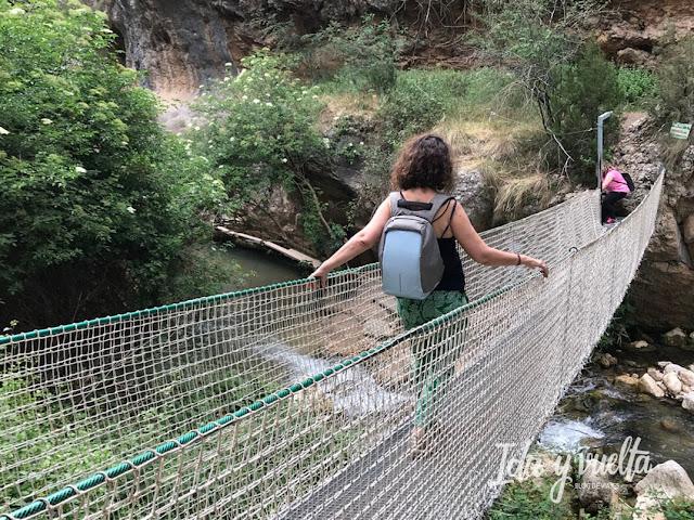 Puente colgante en la Ruta del Zarzalar