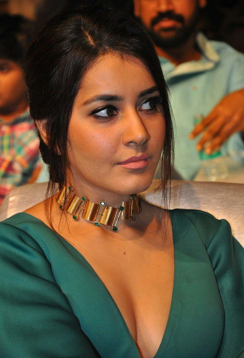 Rashi Khanna Sexy Deep Cleavage At Hyper Trailer Launch 9 1 - Rashi Khanna Sexiest Cleavage Pictures Collection-Hot HD Photos