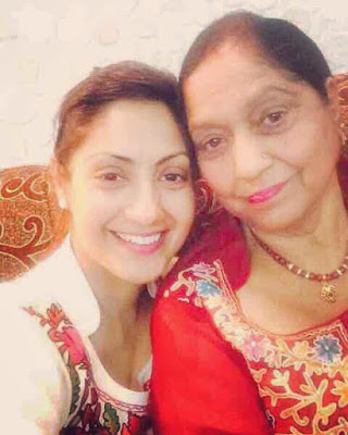 Gurleen Chopra with mother