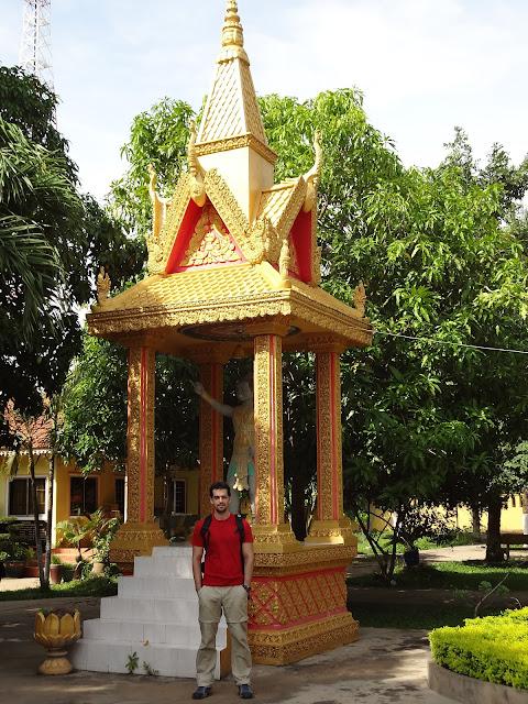 Templo en el puesto fronterizo de Camboya en el Mekong