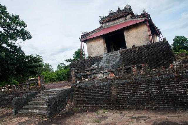 Tumba Thieu Tri