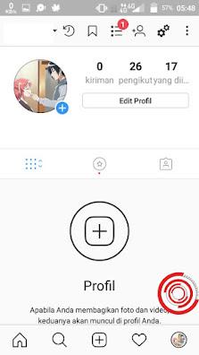 Pertama buka aplikasi Instagram kalian lalu pilih bagian profil untuk mengahapus riwayat pencarian IG, lalu klik tombol titik tiga di pojok kanan atas untuk masuk di menu Pengaturan