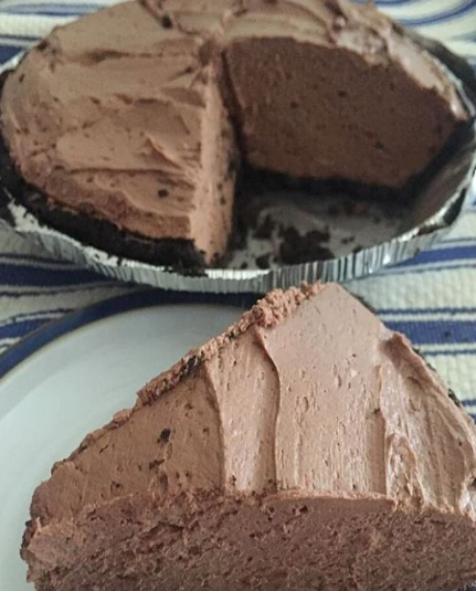 No-Bake Whipped Chocolate Oreo Cheesecake