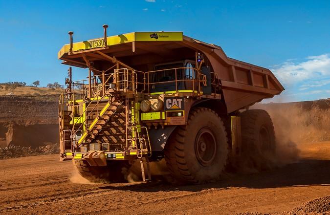 Caterpillar registra marca de 2 bilhões de toneladas transportadas com caminhões autônomos