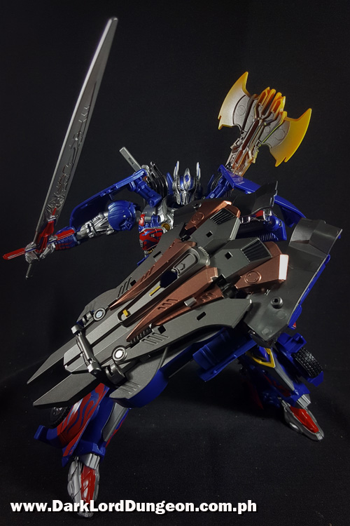 Takara TLK-15 Calibut Optimus Prime with his shield.