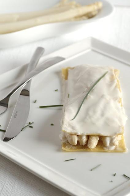 Lasagna aperta agli asparagi con fonduta di formaggio Asiago
