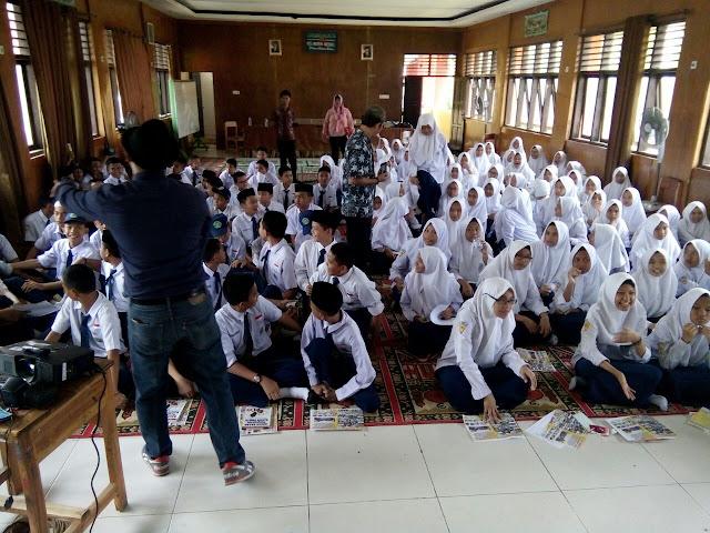 MTsN 1 Makassar Gelar Program Kerjasama Bahasa Inggris Pare Kediri