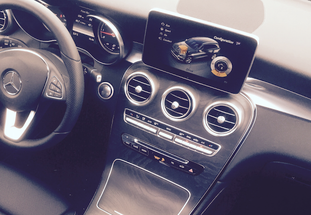 2016 Mercedes-Benz GLC300 interior dash