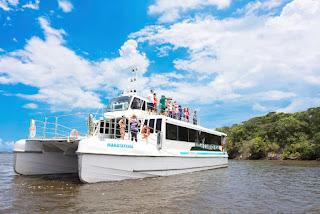 Catamarã com reservas on line para passeios ao Marujá, Boqueirão Sul e Ponta Norte