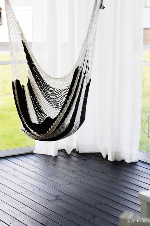 riipputuoli mustavalkoinen sisustus terassi terassinverhot
