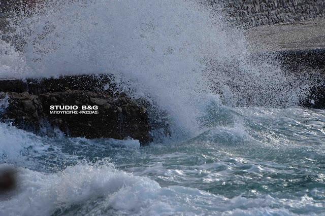 Ναύπλιο: Κύματα από τους θυελλώδεις ανέμους - Πρόγνωση του καιρού μέχρι την Παρασκευή (βίντεο)