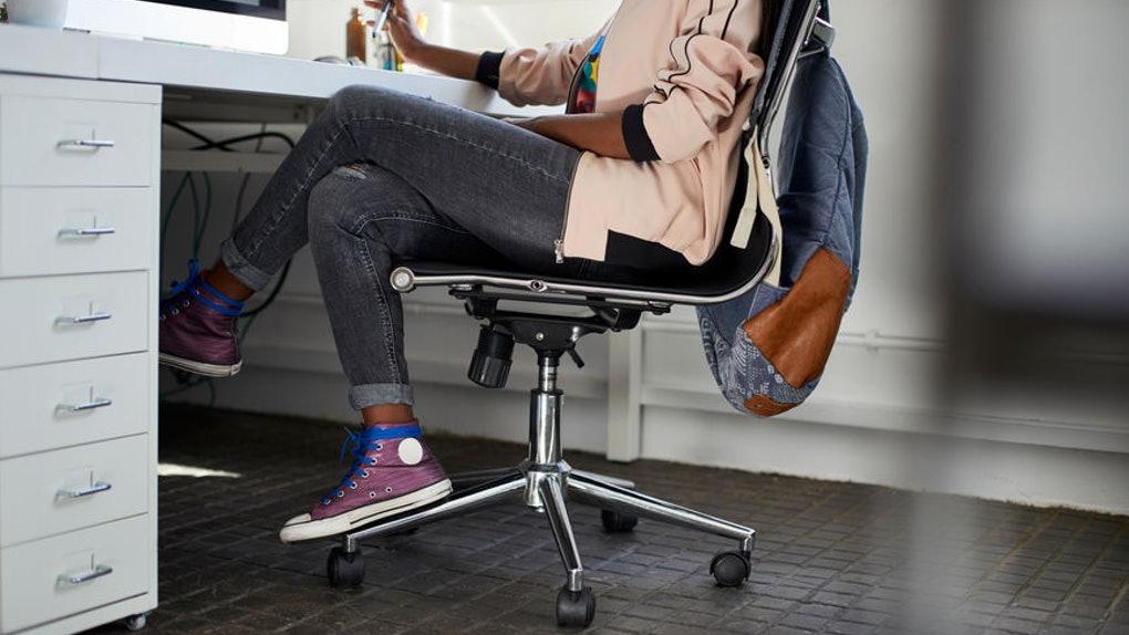 قد يكون الجلوس لفترات طويلة خطراً مثل التدخين بقدر ما يتعلق الأمر بصحتك