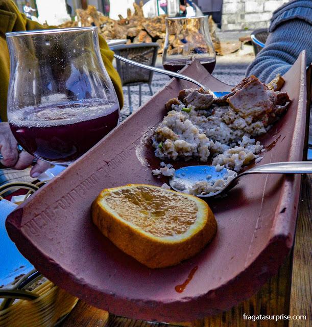 migas à alentejana, prato típico de Évora, Portugal