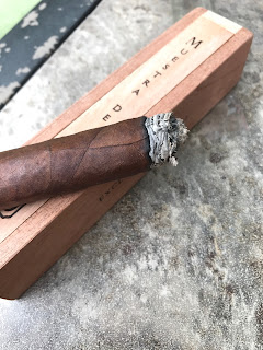 Final third of the Dunbarton Tobacco Muestra de Saka cigar