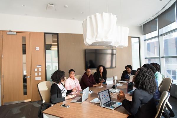Profissionais em reunião