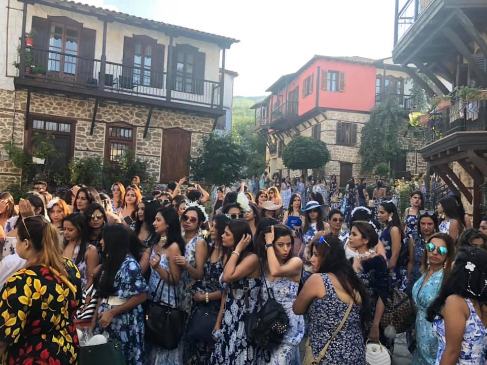 Καλλονές από την Ινδία ταξιδεύουν στη Χαλκιδική