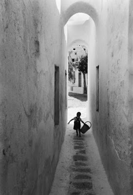 https://kvetchlandia.tumblr.com/post/159143239938/david-chim-seymour-village-in-the-cycladic