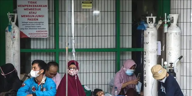 A COVID-19 patient waits to be admitted at a hospital in Surabaya, Indonesia. Photo AFP