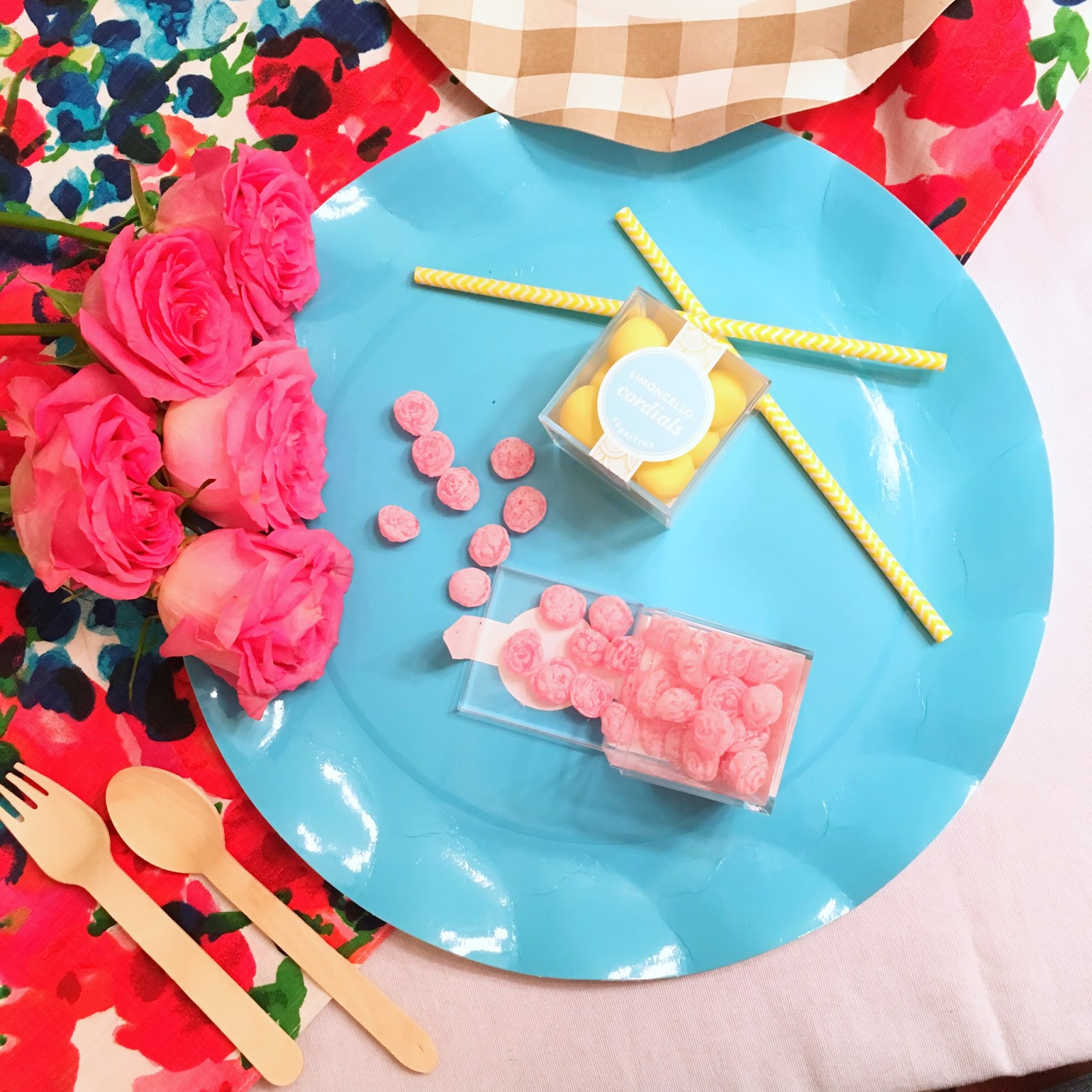 Kentucky Derby Table Decorations by popular party blogger Celebration Stylist