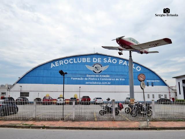 Vista externa do hangar do Aeroclube de São Paulo - Santana - São Paulo