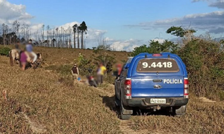 Jovem é executado e bandidos usam celular da vítima para enviar fotos do corpo à família