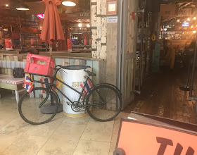 outside Thaikhun in the Metrocentre