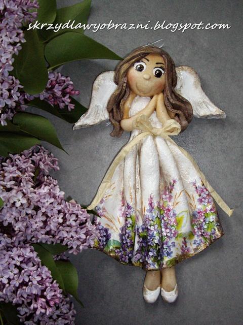 Majowo-bzowy aniołek z masy solnej :)
