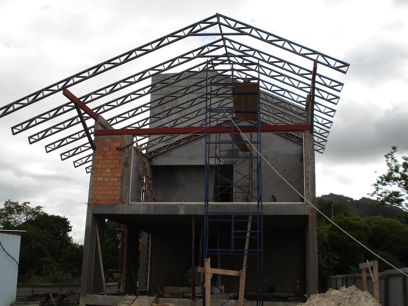 · telhado de quatro águas: La Arquitetura Casa Com Cobertura Metalica