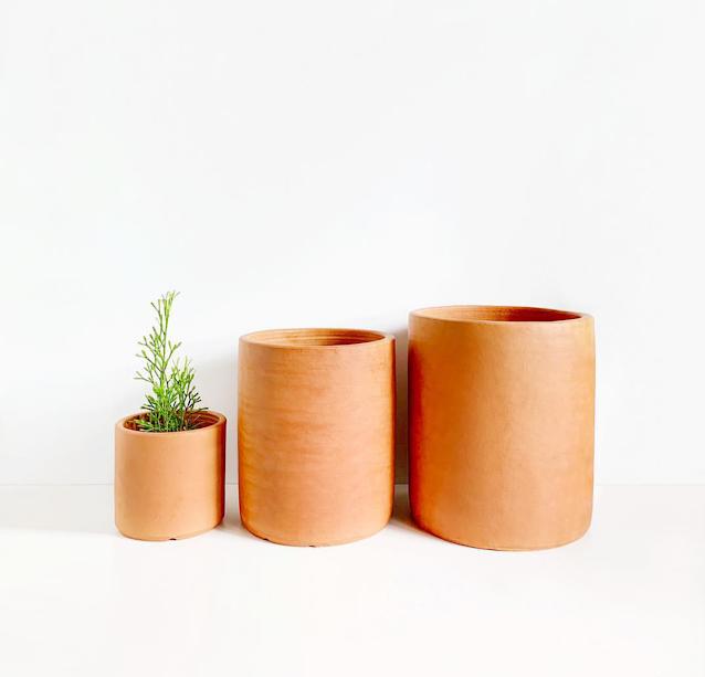 pot bunga tanah liat