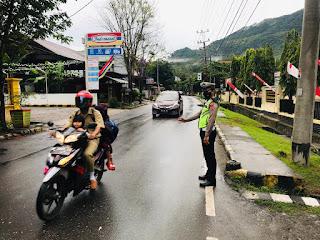 Personel Satlantas Polres Enrekang Pengaturan Pagi, Berikan Layanan Kepada Masyarakat