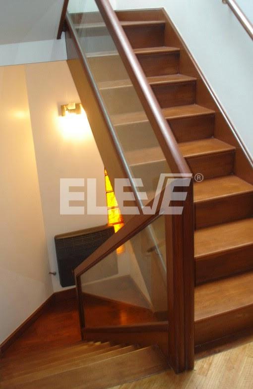 Hermosas escaleras para subir a la azotea decoraci n de - Baranda de madera ...