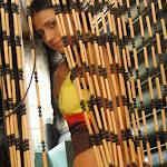 Andrea Rincon, Selena Spice Galeria 36 : Shakiras, Camiseta Negra Con Amarillo y Rojo, Tanga Amarilla y Naranja Foto 50
