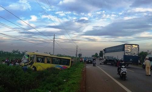 Gia Lai: Xe khách và xe tải húc nhau, nhiều người bị thương