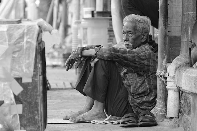 Characteristics of poor people