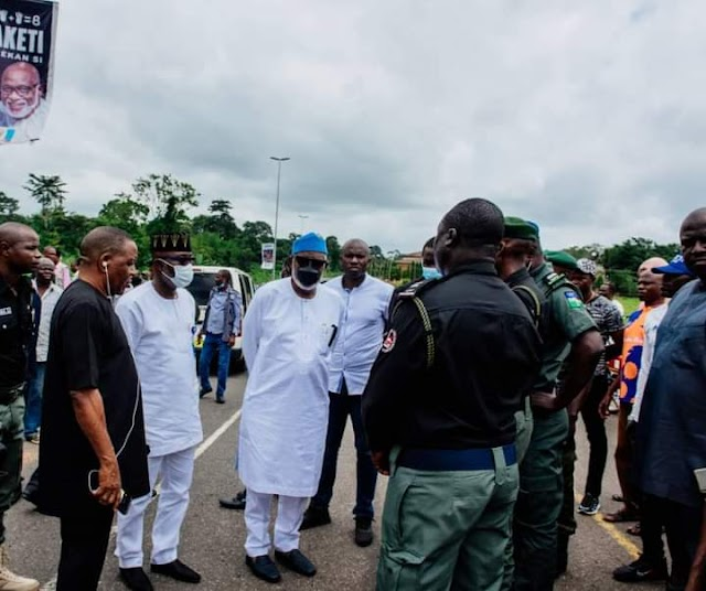 Governor Rotimi Akeredolu sympathizes with the Nigerian Police Officers who died in Ondo