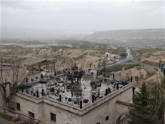 veduta da Uchisar verso white valley