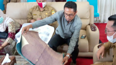 Ungkap Fakta Sejarah, Peta dan Dokumen Negara Nagari Sumpur Diperlihatkan ke Bupati