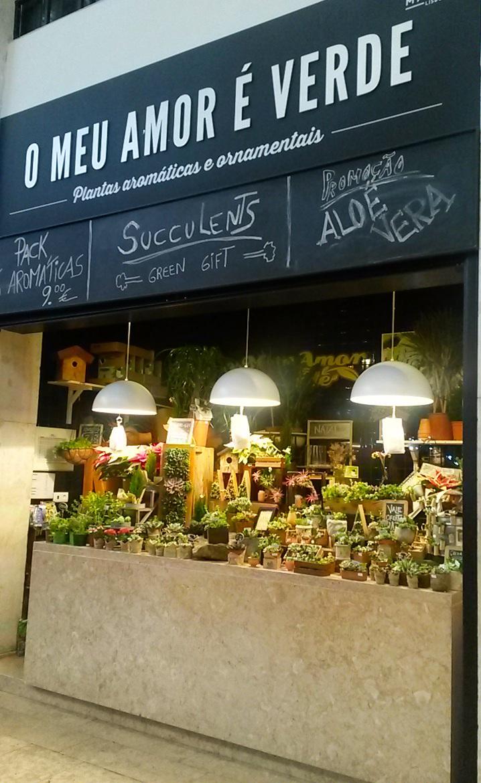 Tiendas del Mercado Da Ribeira en Lisboa, Portugal 2