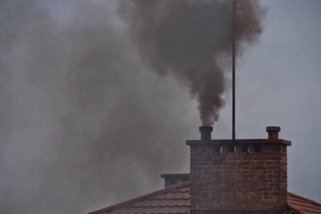 Typowa emisja z kotłów opalanych węglem niskiej jakości w Mielcu