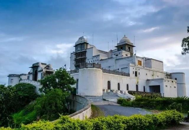 Sajjangarh palace in Udaipur in Hindi