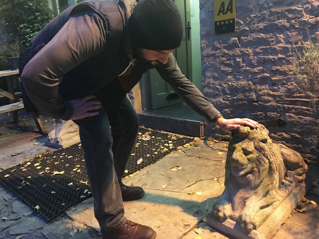 Stroking the stone lions outside The Maytime Inn