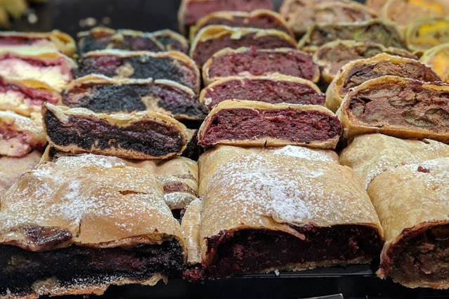 What to do in Innsbruck for Christmas: Eat strudel