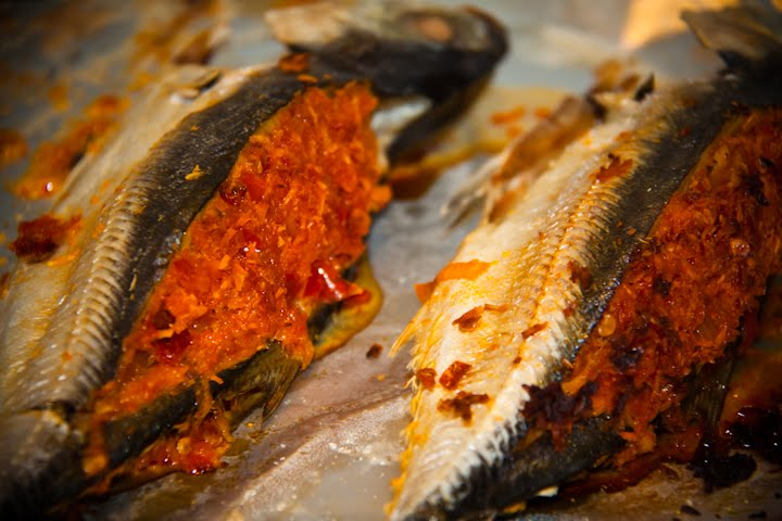 MY COOK BOOK: Ikan Cencaru Sumbat Sambal Kelapa