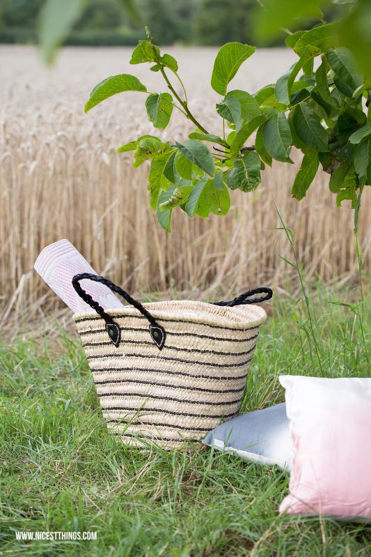 Sommer Picknick im Kornfeld mit Tine K Home Korbtasche Basttasche Korb #sommer #picknick #sommerpicknick #kornfeld #tinekhome #korbtasche