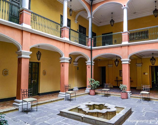 Pátio colonial do Hotel de La Ópera, La Candelaria, Bogotá