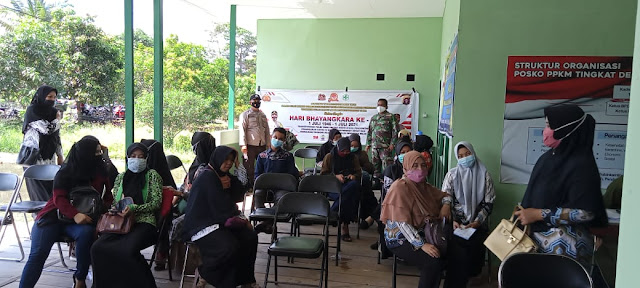 Polsek pulau Hanaut bersama Koramil Samuda melaksanakan pengamanan vaksinasi tahap Dua di Posramil Bapinang