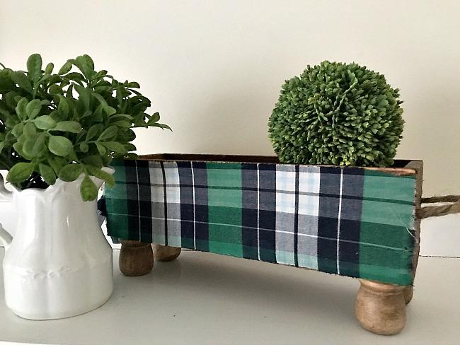 DIY Green Plaid Decoupaged Crate with Feet. Homeroad.net