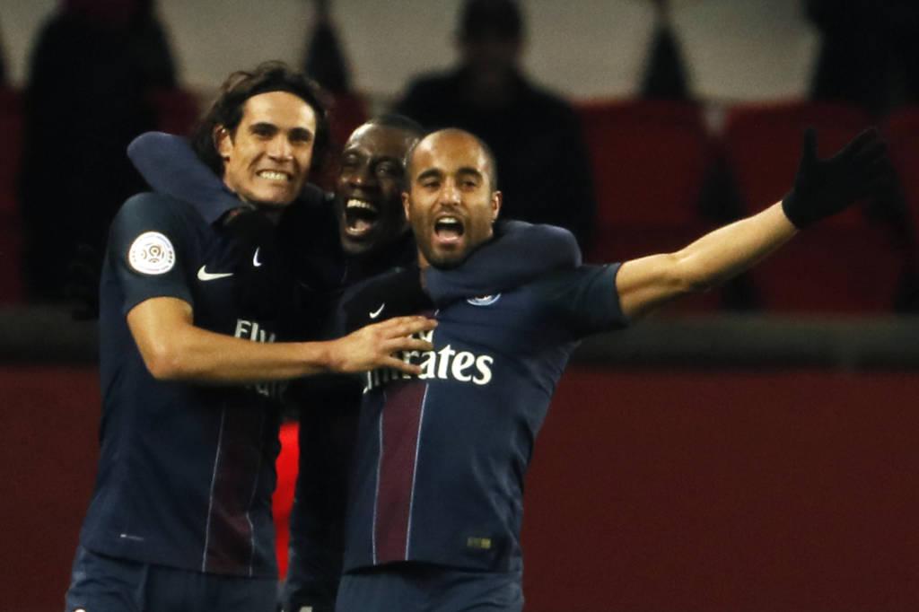 Lucas e Cavani marcaram os dois gols do PSG sobre o Lille nesta terça-feira (Foto: AFP PHOTO / THOMAS SAMSON)