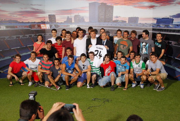 31 friends join Asier Illarramendi at Real Madrid unveiling